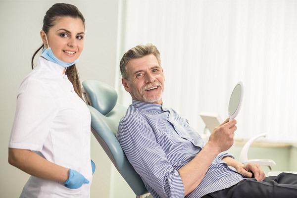 impianto dentale rischi controllo